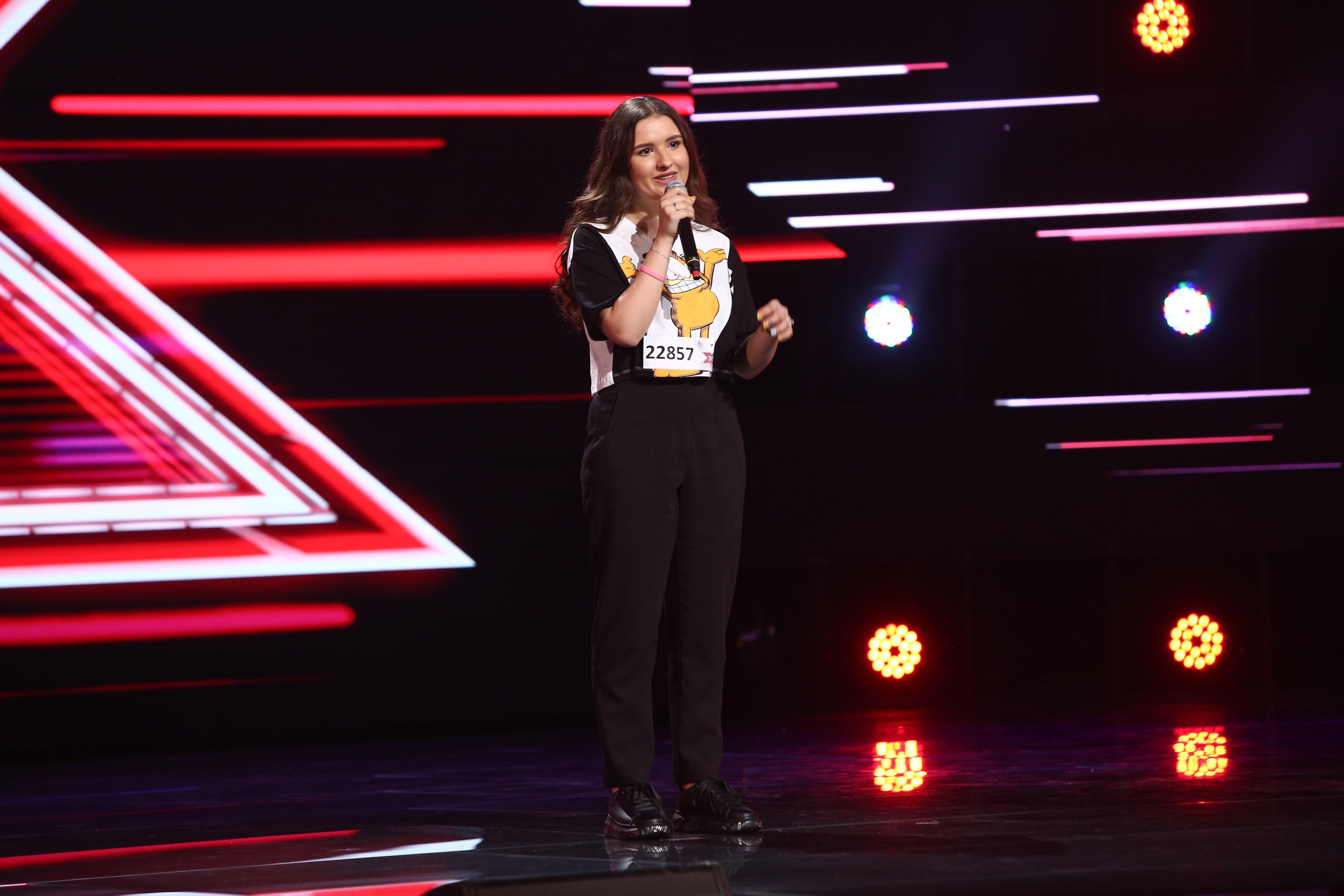 """X Factor 2021, 22 octombrie. Alexia Bocioc i-a impresionat până la lacrimi pe jurați cu piesa """"Bohemian Rhapsody"""" de la Queen"""
