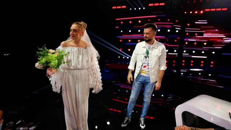 Ilona Brezoianu a făcut nuntă la X Factor. Aceasta a apărut în rochie de mireasă la eXtra Factor, episodul 7