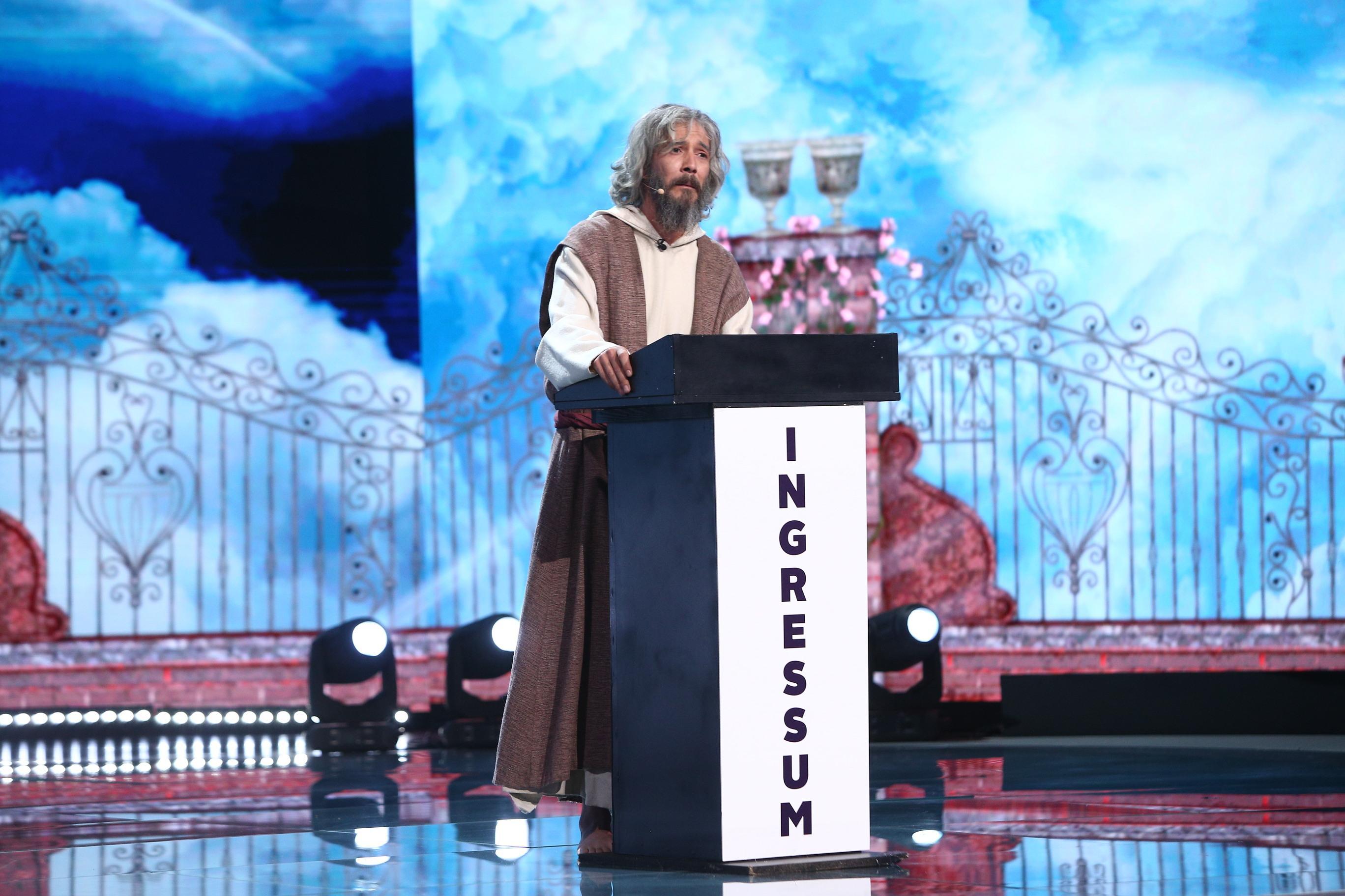 """iUmor, 9 octombrie 2021. Vlad Corbeanu l-a adus pe scenă pe Sfântul Petru: """"Sunt cel mai îndrăgit portar, după Duckadam"""""""