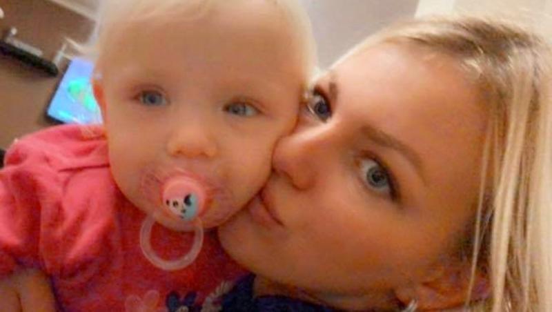 Danielle Botcher, selfie alături de unul dintre cei doi copii ai săi