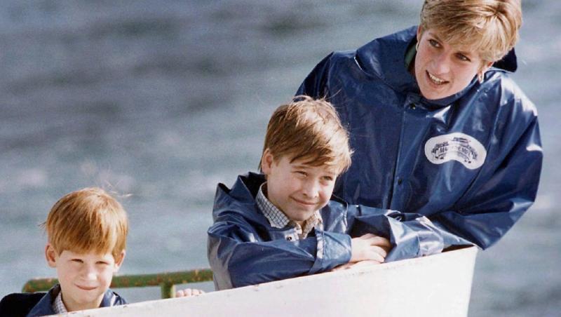 printesa diana, printul william si harry pe o barca