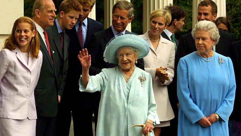 familia regala britanica intr-o fotografie cu regina elisabeta I