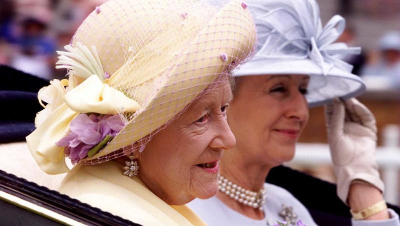 regina elisabeta I si fiica sa, intr-o trasura