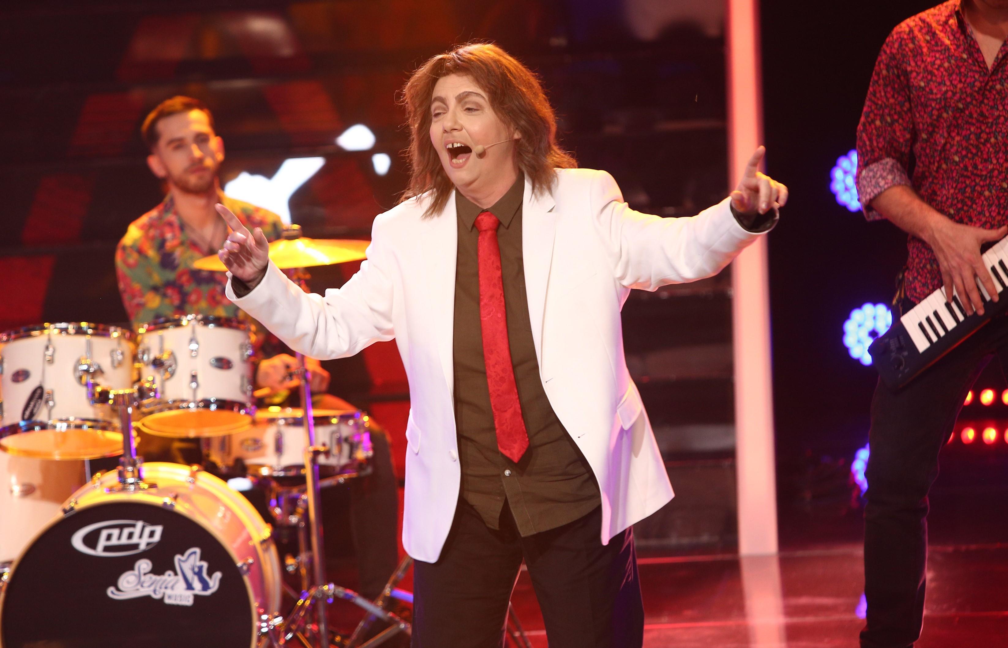 Te cunosc de undeva, 10 aprilie 2021. Emilia Popescu, transformată în Radu Almășan, a făcut spectacol în Gala Latino
