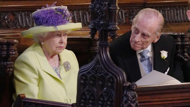 regina elisabeta si printul philip stau de vorba