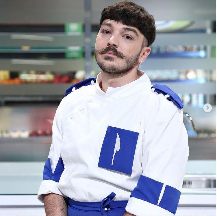 Chefi la cuțite 2021. Ce muzică face Theo Costache, concurentul eliminat din echipa lui Chef Florin Dumitrescu