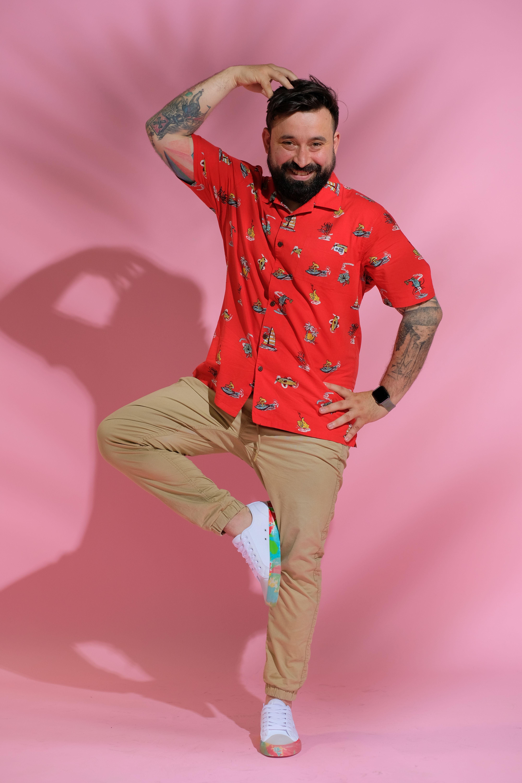 oase în cămașă roșie