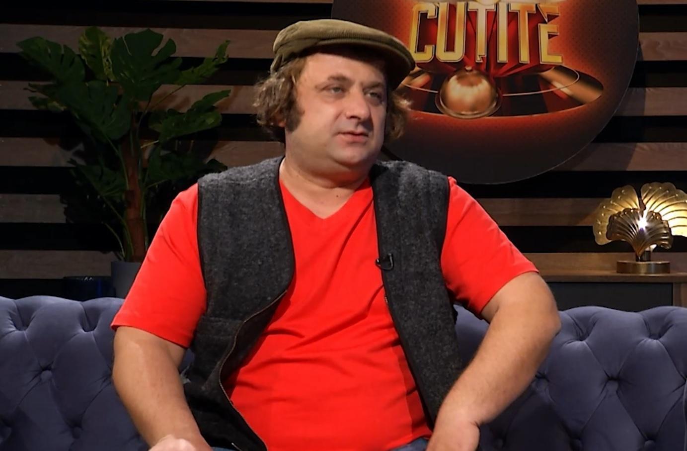 Marius Damian în tricou roșu