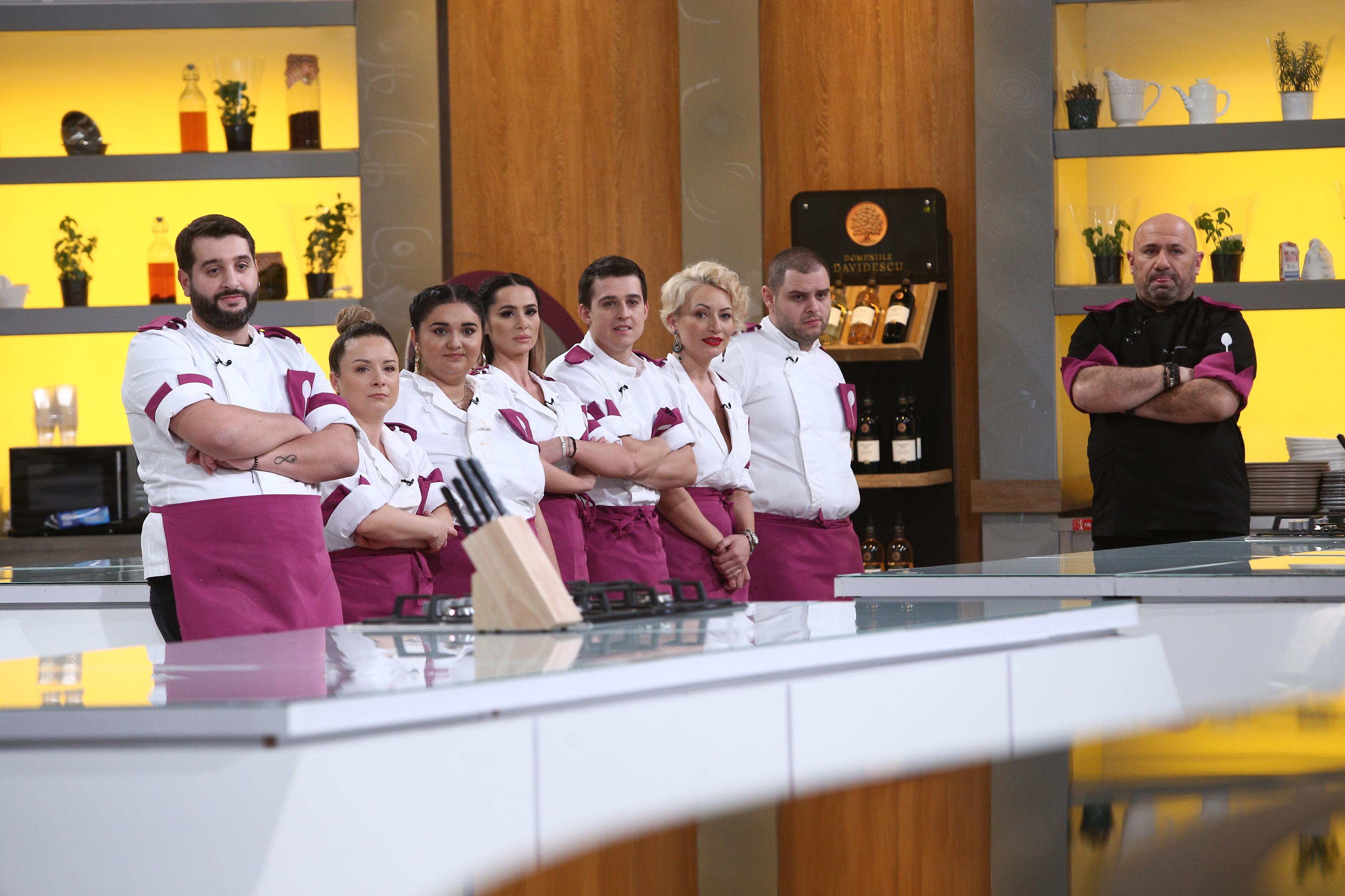 """Cătălin Scărlătescu în bucătăria emisiunii """"Chefi la cuțite"""", sezonul 9 si echipa mov"""