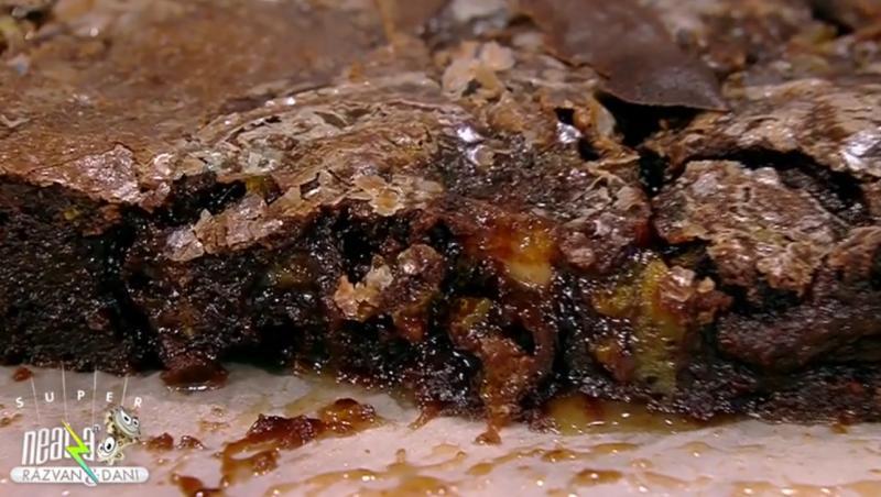 Prăjitura Brownie cu aromă de portocale, are o textură ușor umedă
