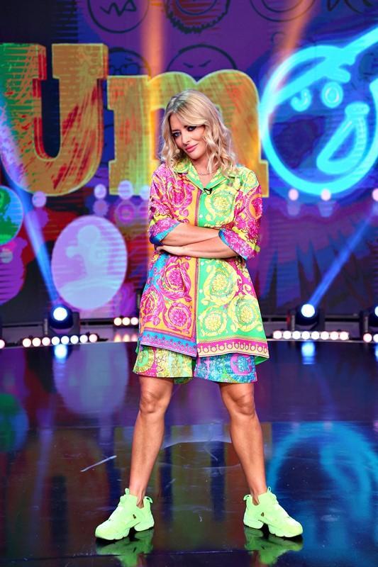 Delia, într-o ținută colorată, la iUmor