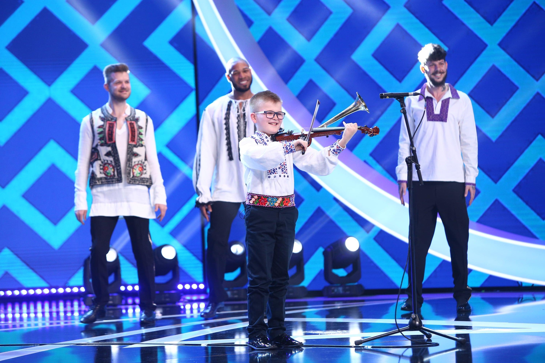 """Next Star, 12 iunie 2021. Alex Lucaciu i-a cucerit pe jurați cu zâmbetul și talentul său la vioara cu goarnă: """"I-ai spart pe toți"""""""