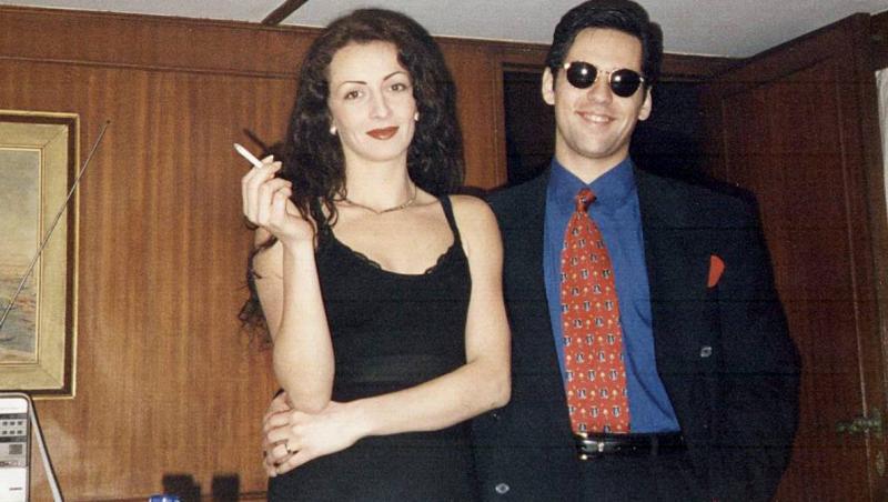 Ltefan Bănică, împreună cu Mihaela Rădulescu, îmbrăcați în negru