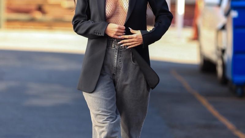Megan Fox, cu bustul la vedere