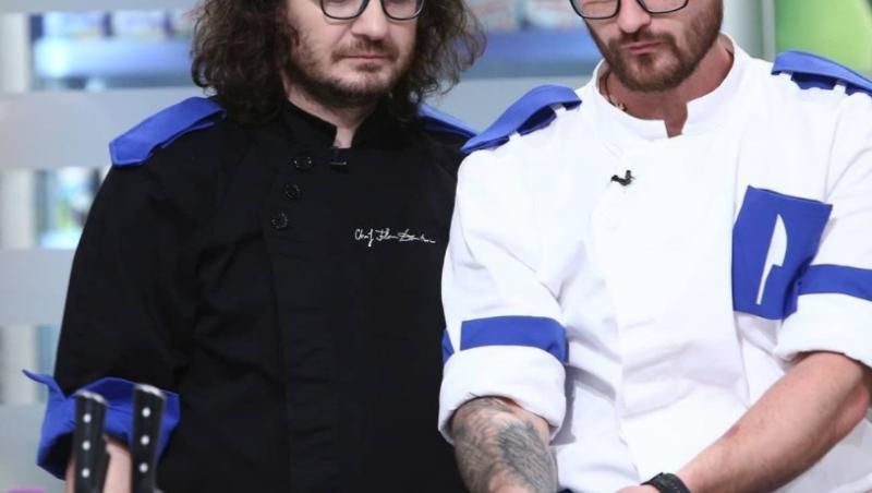 Cătălin Amarandei, purtând uniforma albastră, în platoul Chefi la cuțite, lângă Florin Dumitrescu