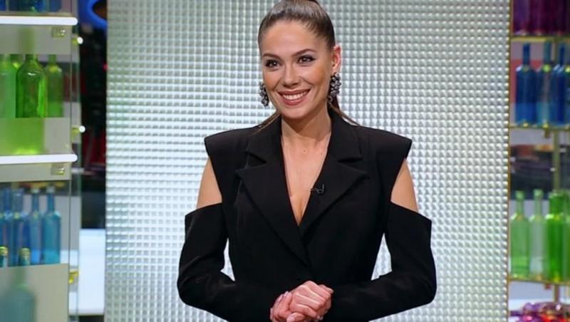 Irina Fodor, îmbrăcată în negru, la Cheif la cuțite