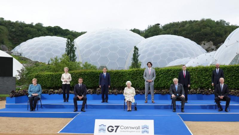 Regina Elisabeta a II-a, la summitul G7, iunie 2021, împreună cu ceilalți lideri ai lumii