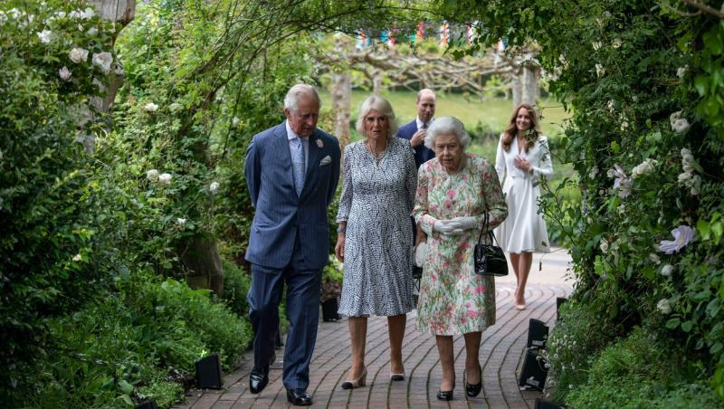 Regina Elisabeta a II-a, la summitul G7, iunie 2021, împreună cu Kate Middleton, Prințul Charles, Prințul William