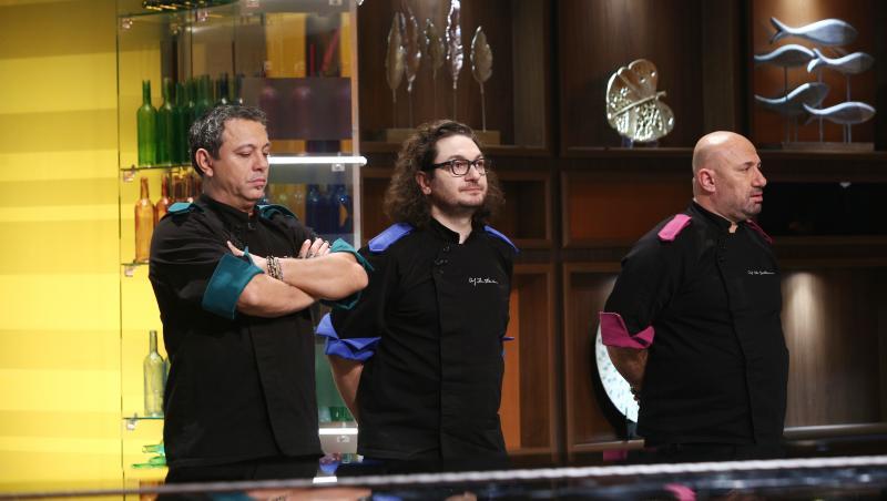 chefii in platoul emisiunii chefi la cutite, din sezonul 9, impreuna cu juratii