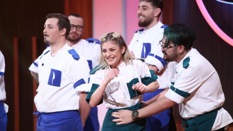 elena matei la chefi la cuțite, sezonul 9, bucurandu-se de vestea ca e in finala, alaturi de ceilalti semifinalisti