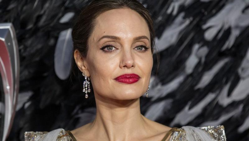 Angelina Jolie l-a vizitat pe fostul ei soț, Jonny Lee Miller, la locuința acestuia din New York