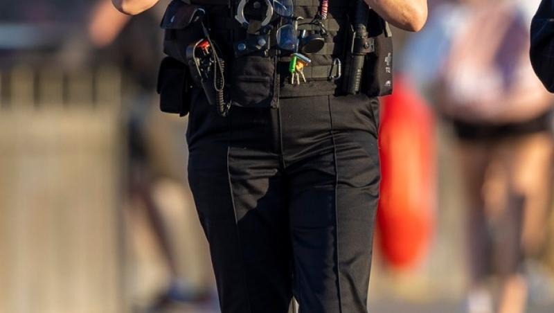 Penny Lancaster, soția superstarului Rod Stewart, lucrează ca polițistă în Londra. Ea a avut, deja, o misiune de salvare