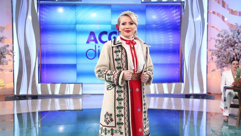 Mirela Vaida, în costum popular, pe scena Acces Direct