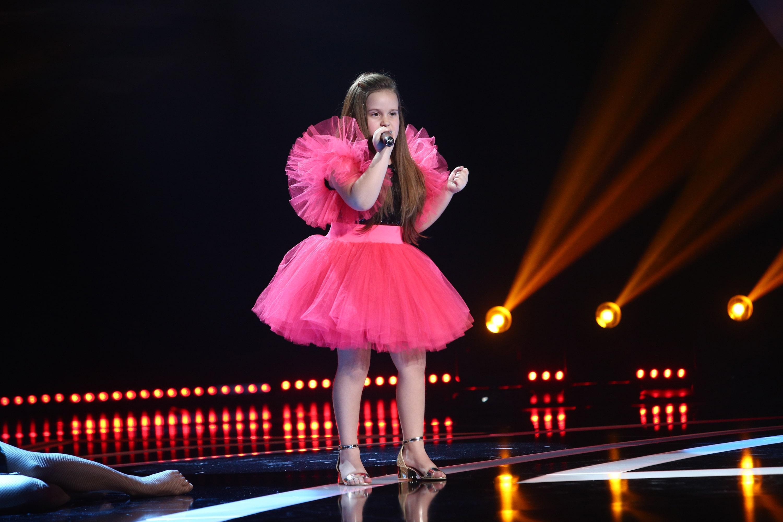 """Next Star, 19 iunie 2021. Alessia Sana a """"dat foc"""" la scenă cu o interpretare puternică. A cântat o piesă grea pentru vârsta ei"""