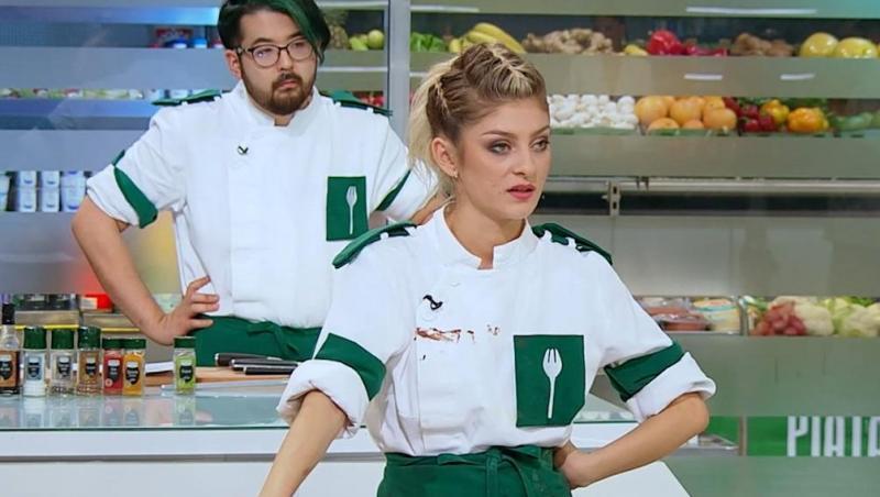 Elena Matei, în uniforma verde, în sezonul 9 Chefi la cuțite