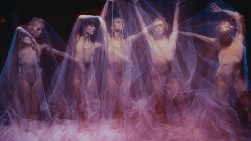 Se consideră că Ielele, făpturile care se regăsesc în nenumărate superstiții românești, sunt făpturi feminine supranaturale