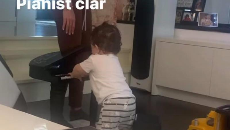 Anda Călin și fiul lui Liviu Vârciu, cântă la pian