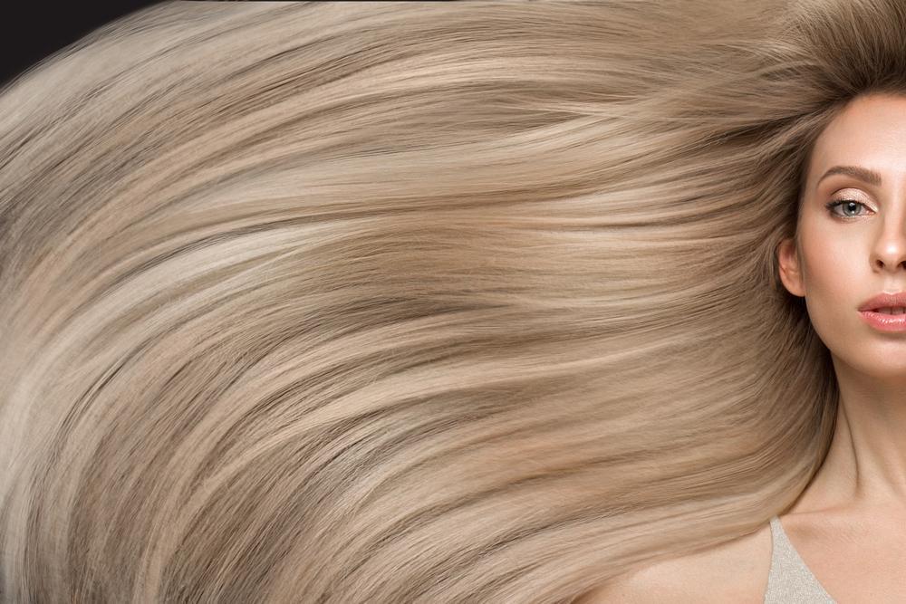 """Alena Kravchenko sau """"Rapunzel"""", femeia care nu și-a mai tăiat părul de 30 de ani. Deși calcă pe el, nu vrea să se mai tundă"""