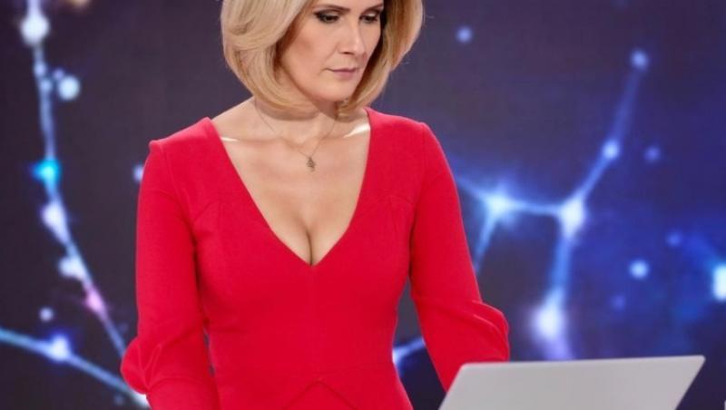 Alessandra Stoicescu, purtând o rochie roșie, în platoul Observatorului