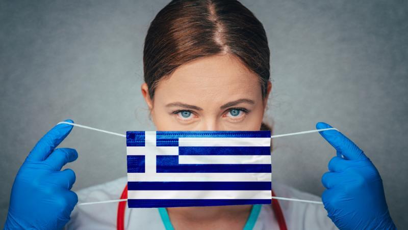 Asistentă cu mască cu steagul Greciei