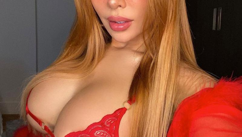 Maria Viera, îmbrăcată într-o lenjerie sexy, roșie