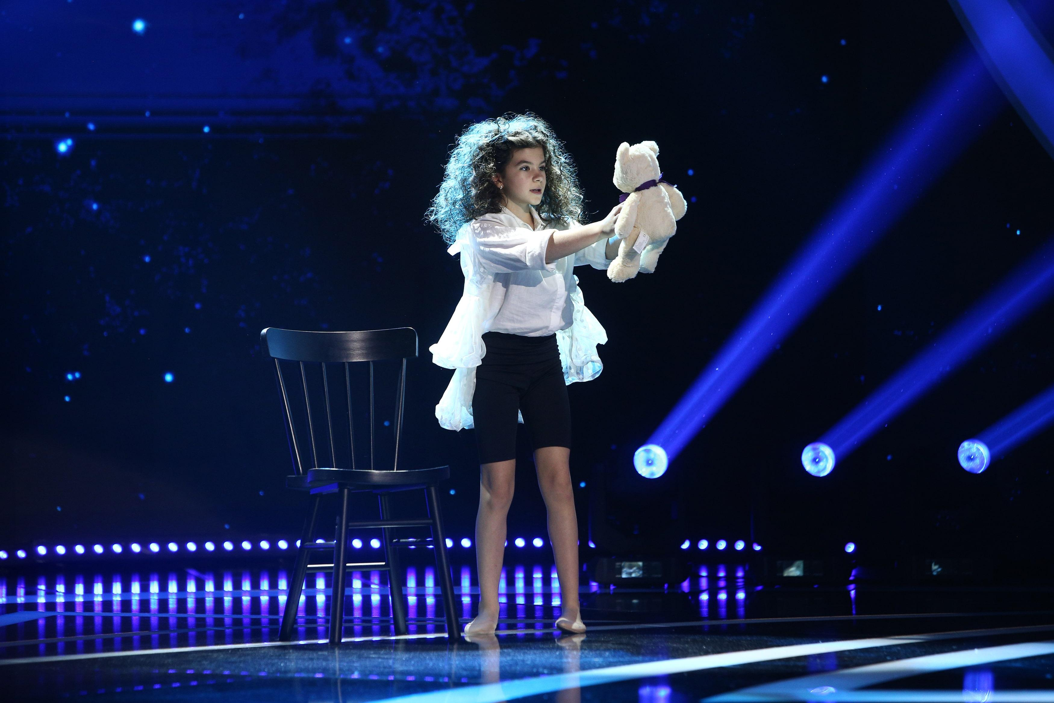 """Next Star, 26 iunie 2021. Carla Nicole Munteanu, dans contemporan cu mesaj emoționant. Dorian Popa: """"M-ai distrus cu totul"""""""