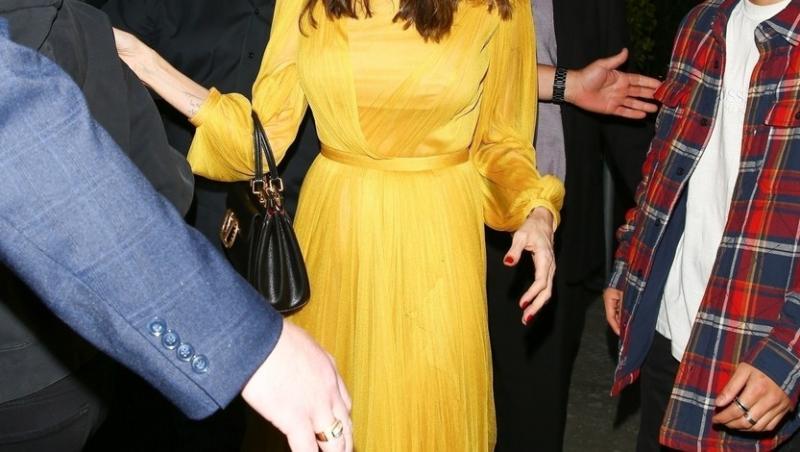Angelina Jolie a împlinit 46 de ani și a sărbătorit cu o cină în oraș alături de cei șase copii