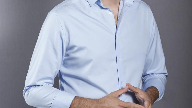 mihai jurca, poza de studio, apare imbracat in camasa bleu