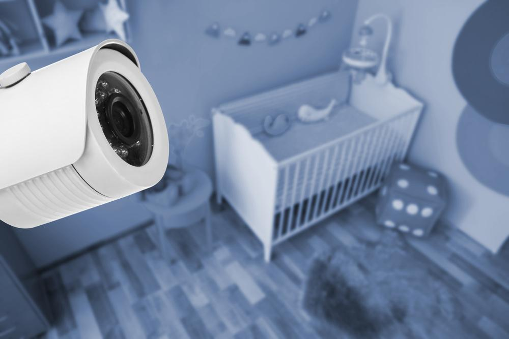 Au instalat echipament video în camera copiilor, iar ce au observat într-o noapte i-a lăsat fără cuvinte. Ce apare lângă pătuțuri