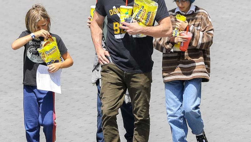 Ben Affleck, în oraș cu fiica iubitei sale și cu copiii lui