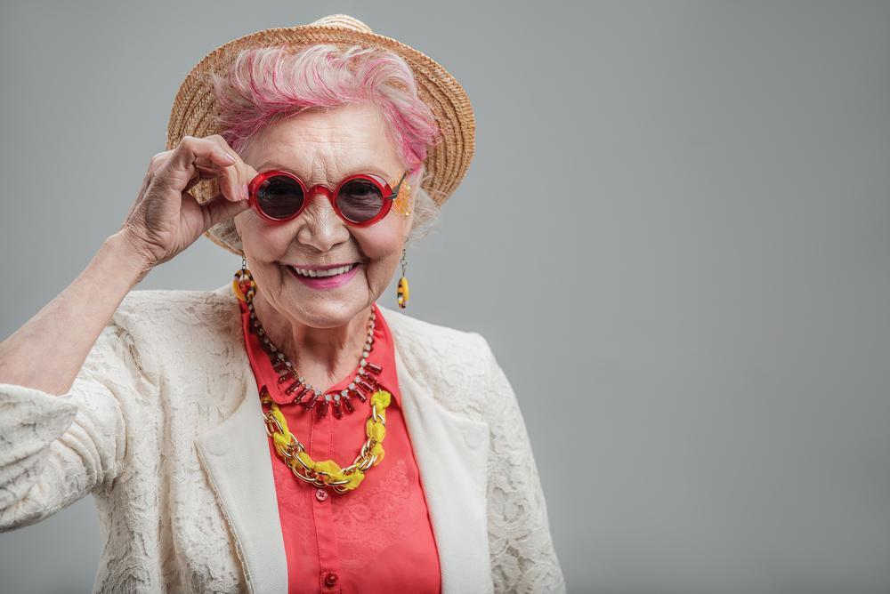 O femeie de 92 de ani se pozează în bikini și face avere pe Instagram! Cum arată și de ce o adoră oamenii pe Helen Ruth Elam