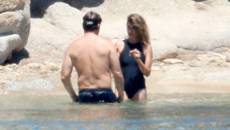 Penelope Cruz, în tandrețuri cu soțul Javier Bardem în Sardinia. Cum i-au fotografiat paparazzi