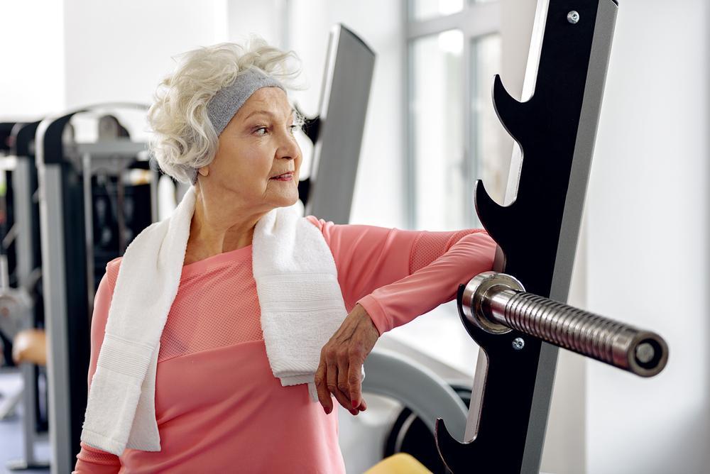 """Julia Olson, femeia cu probleme de sănătate, care a decis să devină """"fit"""" la 62 de ani. Merge acum la competiții de bikini fitness"""