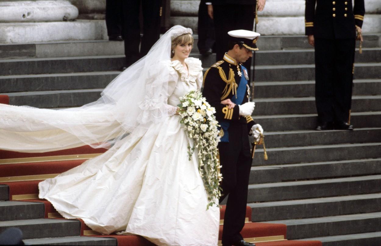 Prințul Charles i-ar fi cerut Dianei să includă o floare în buchetul de mireasă. Ce era și de ce a ținut să nu lipsească
