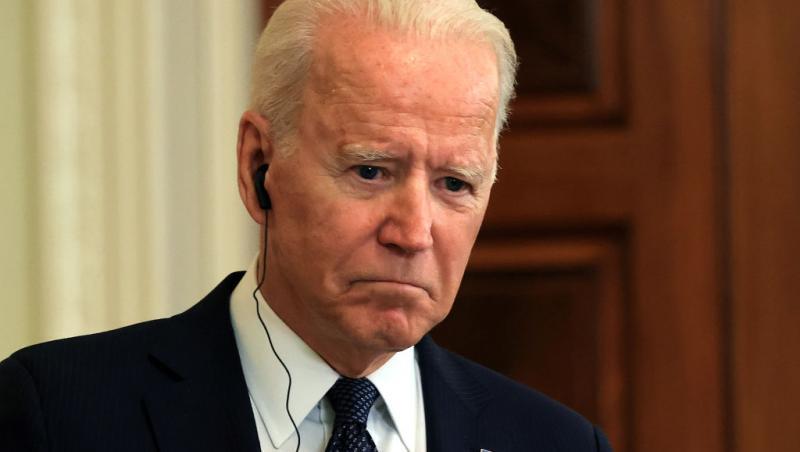 Joe Biden, îmbrăcat la costum