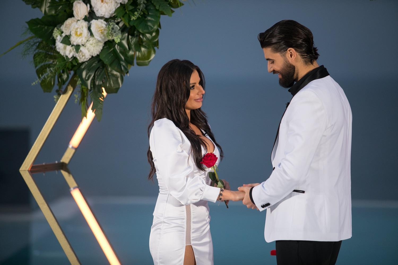 Aseară, la Antena 1,  Ana a primit ultimul trandafir oferit de Burlacul Andi Constantin