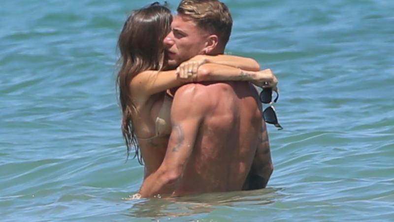 Ciro Immobile, împreună cu Jessica Melena, soția lui, în apă