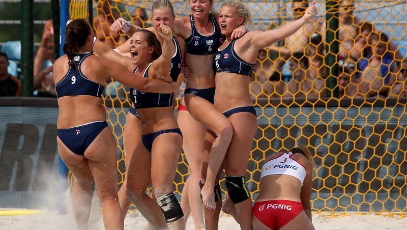 Jucătoare de handbal din Norvegia, în bikini, în 2017