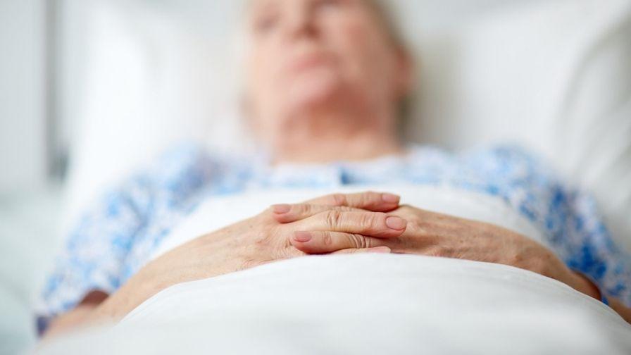 Mireasa care a ales să se căsătorească în spital, în fața bunicii aflate pe patul de moarte. VIDEO emoționant