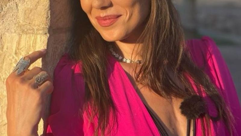 Irina Fodor, îmbrăcată în roz, în Asia Express